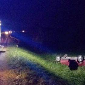 Kierowca passata który nie zatrzymał się do kontroli drogowej, wpadł do przydrożnego rowu