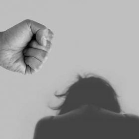 Piscy funkcjonariusze zatrzymali kolejnego sprawcę przemocy domowej