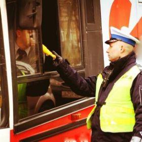 Kierowca autobusu, który miał zawieźć dzieci na szkolną wycieczkę, był po użyciu alkoholu